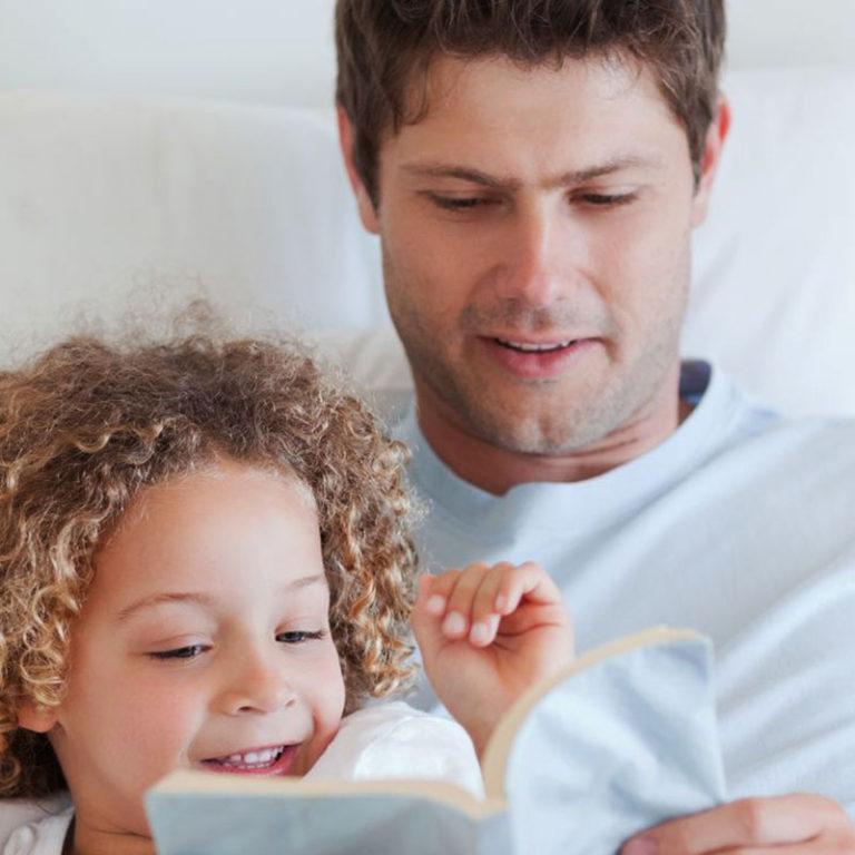 Beneficios de leer cuentos con tu hijo antes de dormir