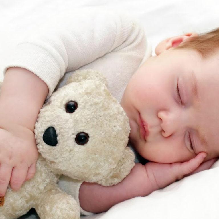5 Errores que cometen los padres a la hora de dormir a sus bebés