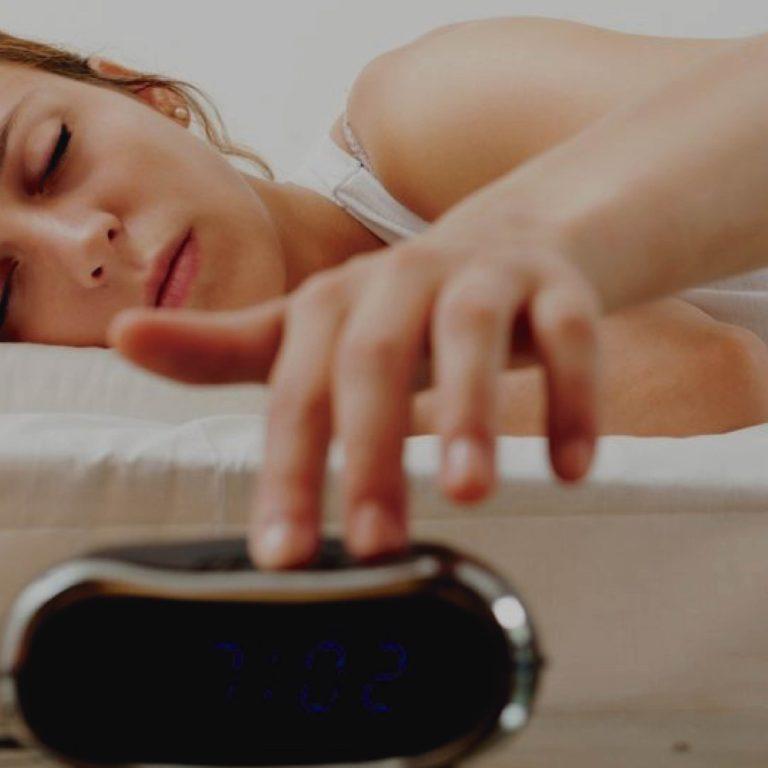 8 Malos hábitos antes de dormir que dañan tu salud